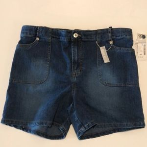 Maternity Jean Shorts size small. NWT